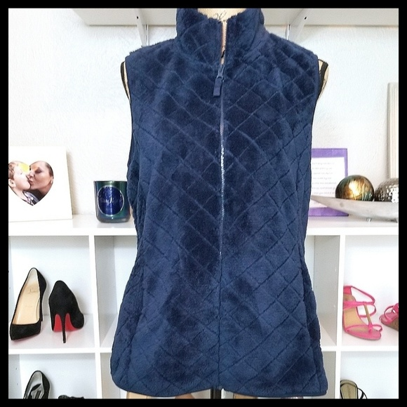 Time and Tru Jackets & Blazers - Time And Tru Plush Quilted Zip-up Vest in Blue